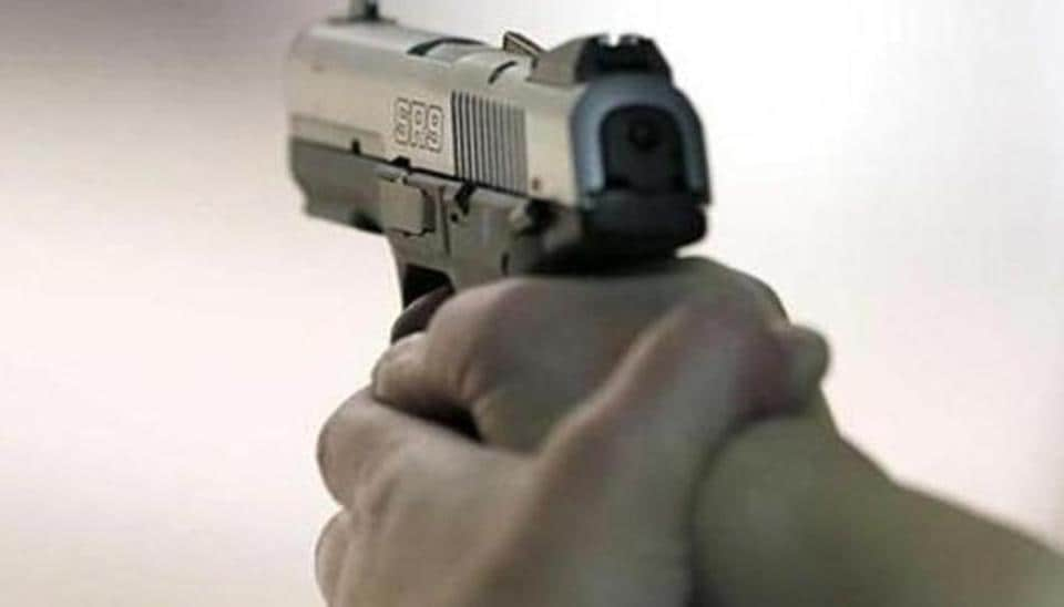 robbery,vehicles,gunpoint