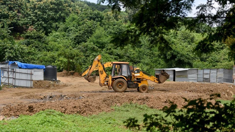 Mangrove cell seizes 10 trucks dumping debris, gets threat calls(Photo by Satyabrata Tripathy/ Hindustan Times)