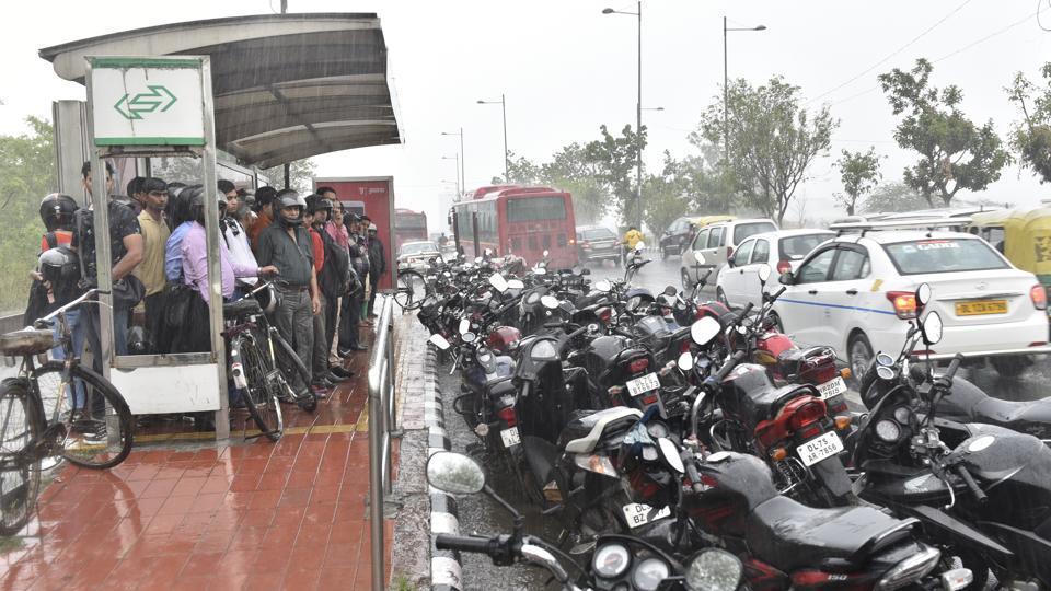 delhi,delhi bus shelters,delhi govt