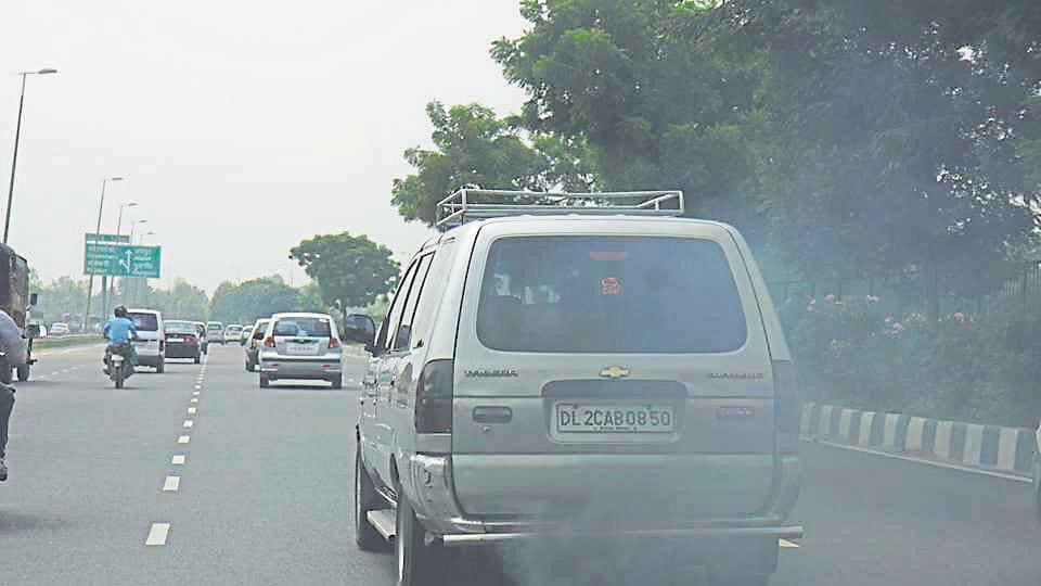 speeding car,car,delhi