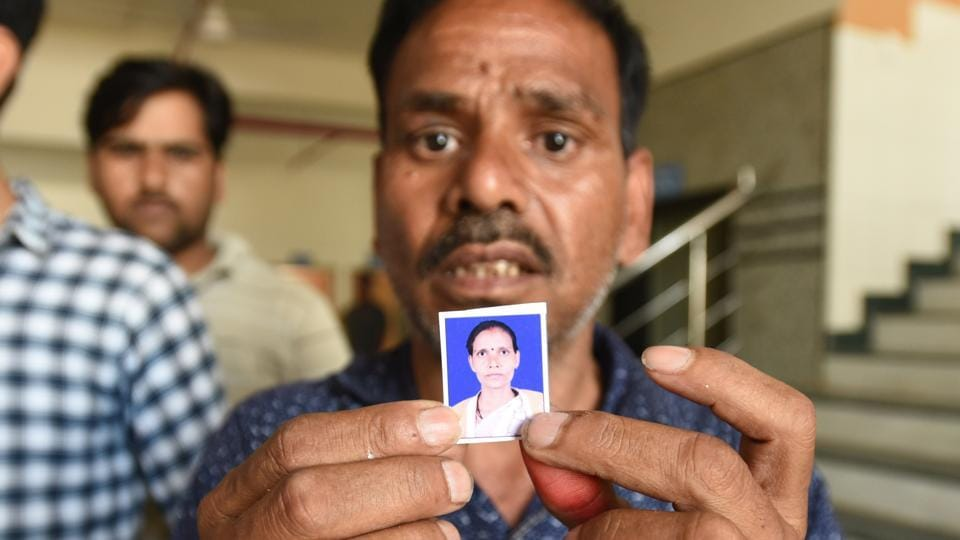 Santosh Kumar with the photo of his wife Suman Devi (36) who was killed in in the bus accident on Yamuna Expressway,  on Friday, March 29, 2019.