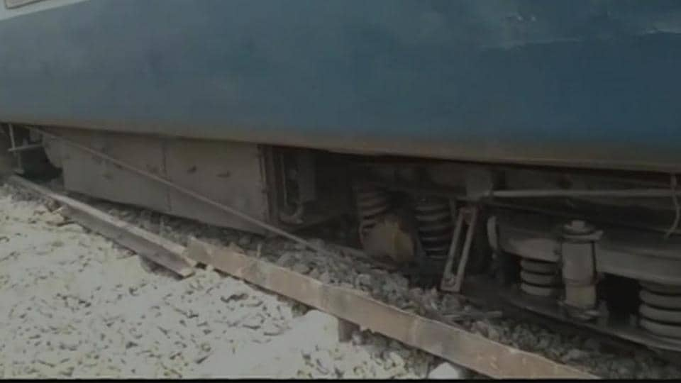13 bogies of Tapti Ganga Express derail in Bihar, 6 injured