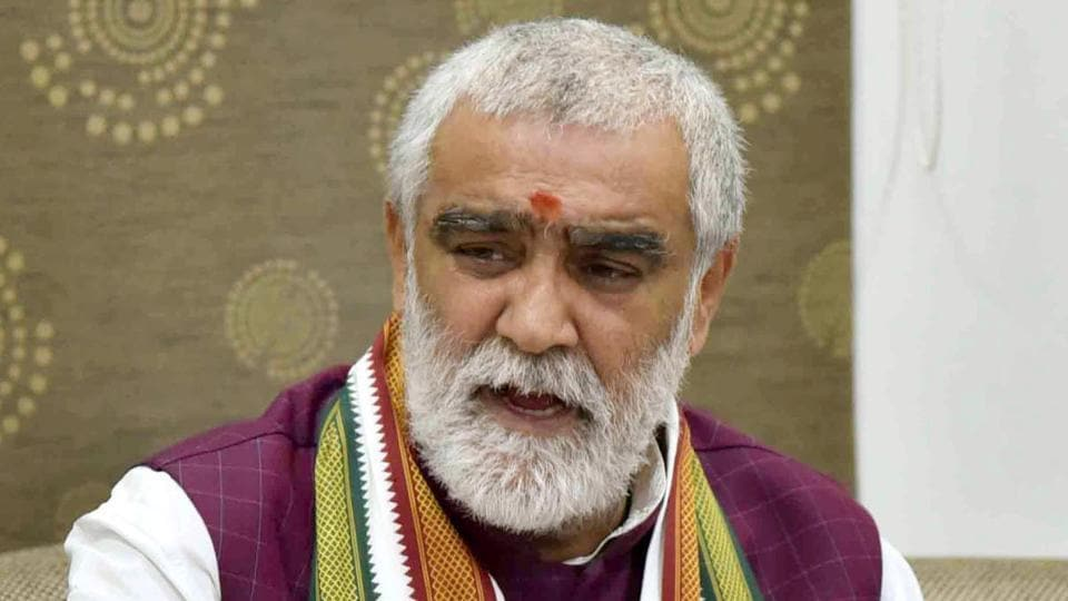 Union minister Ashwini Kumar Choubey allegedly misbehaved with an officer in Bihar after he stopped his car during election campaign in Buxar Lok Sabha constituency citing the model code of conduct.