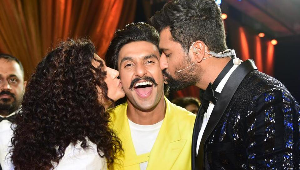 Ranveer Singh gets kisses from Manmarziyaan stars Vicky Kaushal and Taapsee Pannu at the HT India's Most Stylish in Mumbai on Friday. (Vijayanand Gupta/HT Photo)