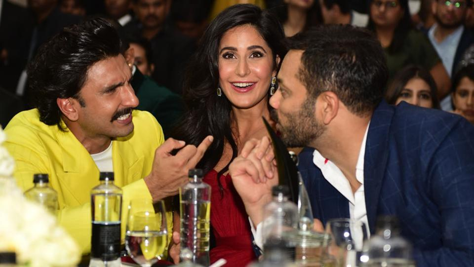 Ranveer Singh in conversation with Rohit Shetty as Katrina Kaif gives a big smile to the camera. (Vijayanand Gupta/HT Photo)