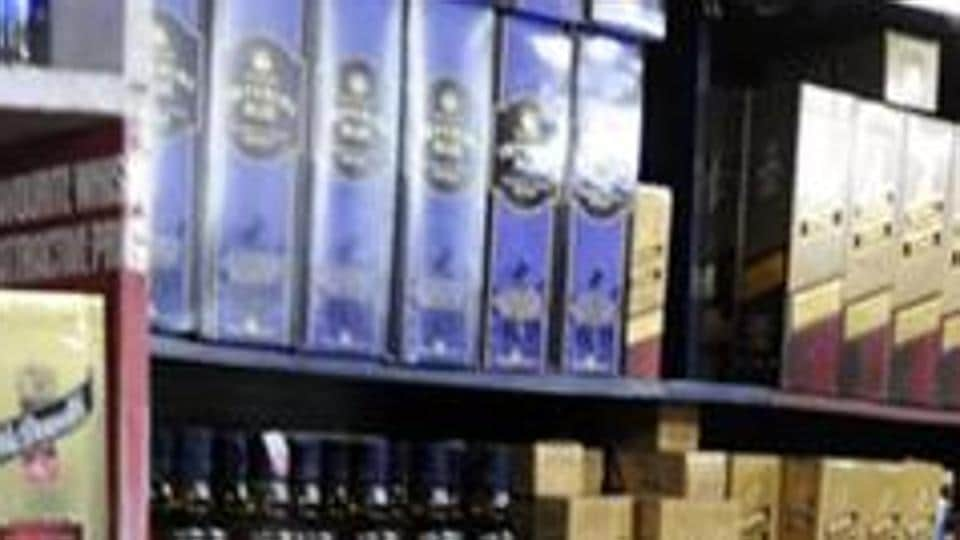 According to the Election Commission of India figures, with the model code of conduct in place, Gujarat has reported the fifth highest seizure of liquor in the country. (HT file photo)