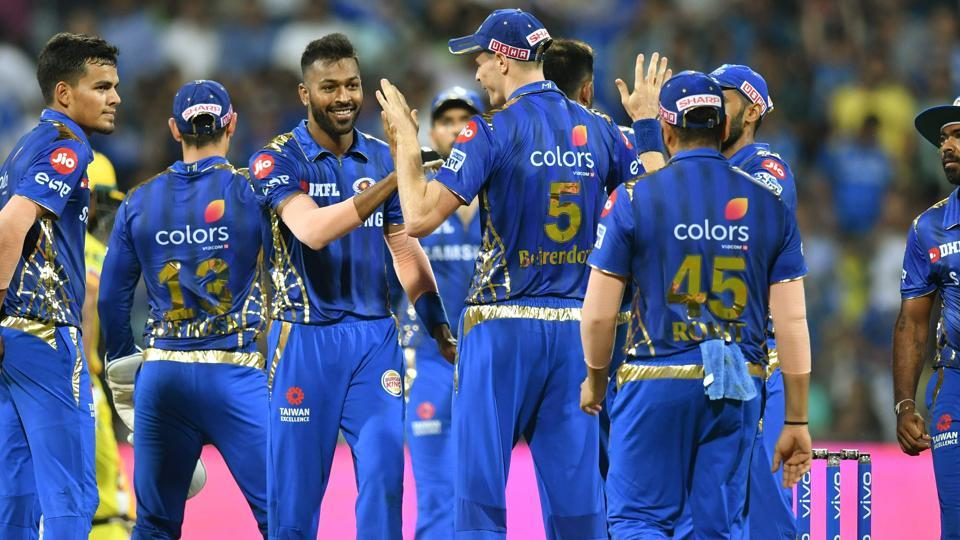 Mumbai Indians' bowler Hardik Pandya (C) celebrates with team mates after taking the wicket of  Mahendra Singh Dhoni. (AFP)