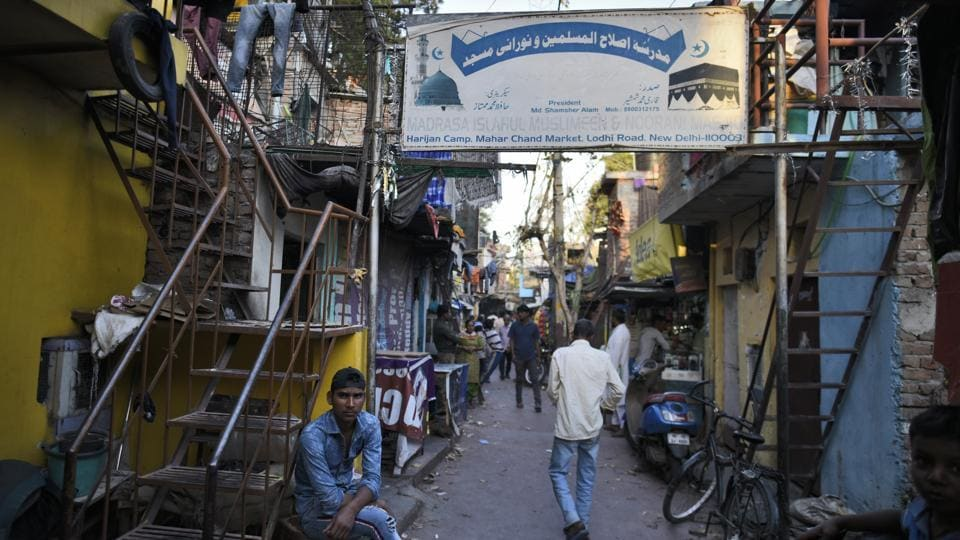 A view of a Harijan Basti near Mehar Chand market at Lodhi Road. Over the years, some of the Harijan Bastis have seen migration from other castes too. At this basti, currently stuck in a legal dispute for alleged encroachment, half the residents, including the person they call their pradhaan (chief) are Muslims. (Burhaan Kinu / HT Photo)