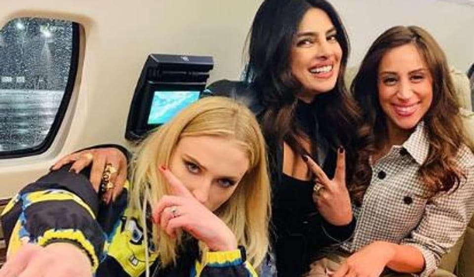 Priyanka Chopra, Sophie and Danielle pose together.