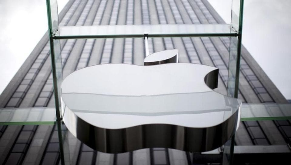 Apple hires Google AI expert to direct machine learning