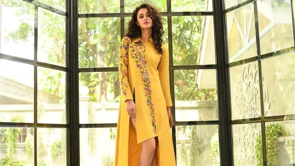 This wedding season, make a statement with an organza sharara in yellow, with silver tilla and Parsi embroidery detailed with elegant crystal embellishments. Fashion designer Dolly J, suggests the colour yellow can be creatively paired with white or lighter shades.