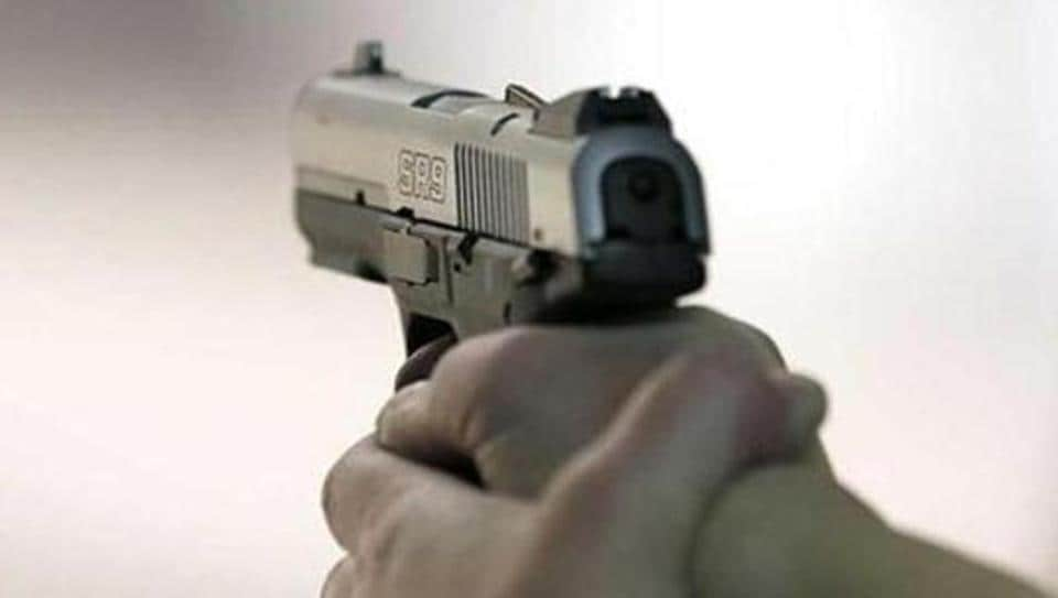 A chartered accountant (CA) was robbed of ₹15,000 and jewellery when four men on two-wheelers held him at gunpoint on the Ashram flyover in south Delhi on Saturday morning.