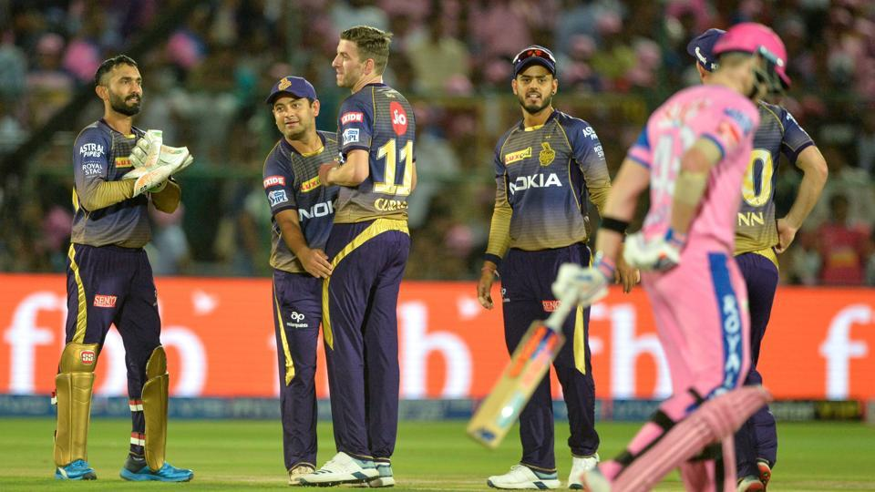 Kolkata Knight Riders cricketer and team captain Dinesh Karthik (L) celebrates with his team players after the dismissal of Rajasthan Royals cricketer Rahul Tripathi