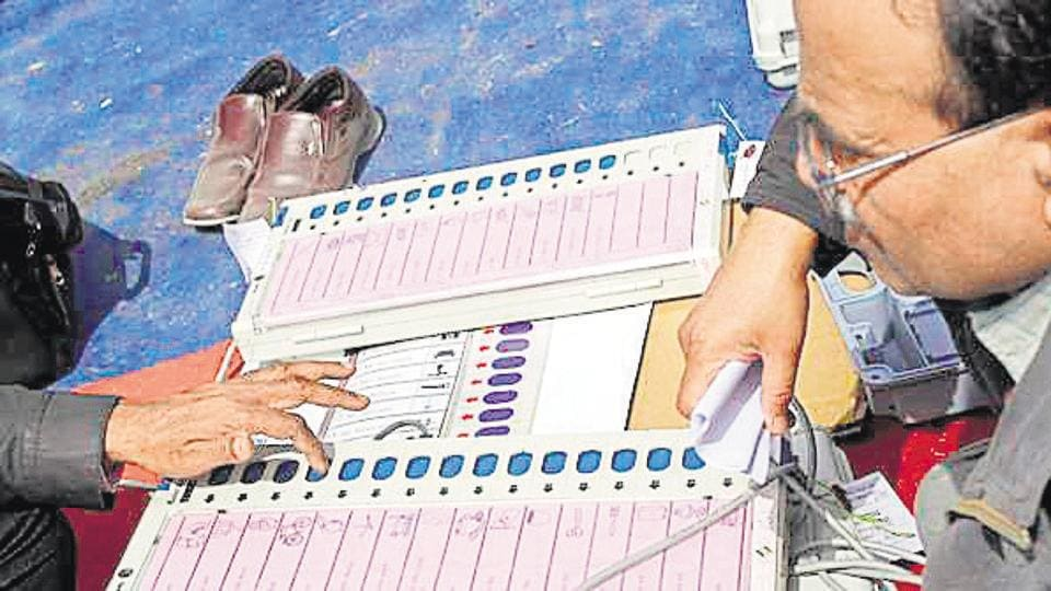 NOIDA:::::27-FEBRUARY-2012:::::HT NEWS:::::Polling officers check electronic voting machines (EVM) at an EVM distribution centre in Phase 2, Noida on February 27, 2012. The sixth phase of assembly polls will be held in Uttar Pradesh on February 28. HT PHOTO BY: BURHAAN KINU