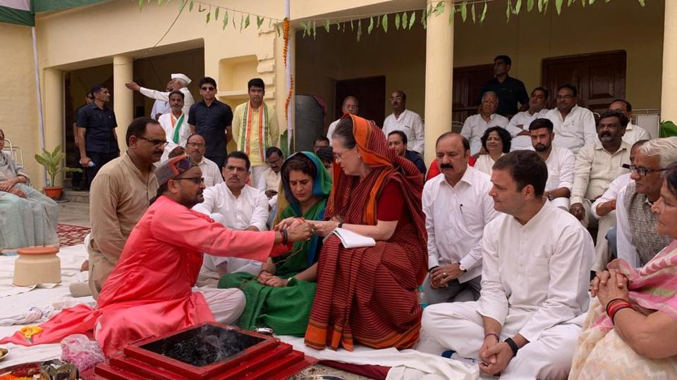 Sonia Gandhi, UPA chairperson offers prayers ahead of filing her nomination papers for Rae Bareli Lok Sabha seat after a road show in the constituency. Sonia Gandhi is seeking re-election from Rae Bareli for the fifth time in a row. Congress President Rahul Gandhi and party General Secretary Priyanka Gandhi Vadra and businessman Robert Vadra are also seen. (HT Photo)