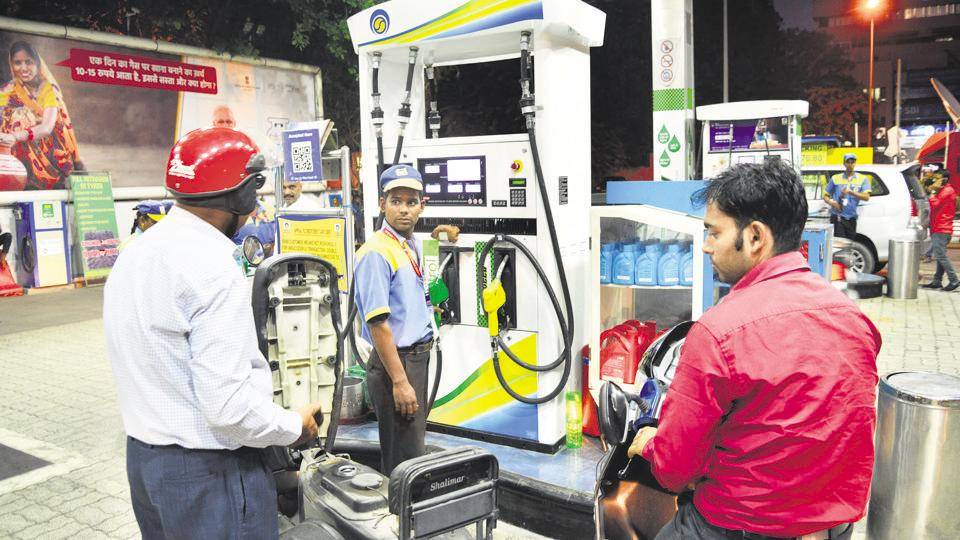 Diesel prices too increased on Sunday in tandem with petrol prices. In Delhi, Kolkata and Chennai, the cost of diesel increased by 7 paise to Rs 66.26, Rs 68 and Rs 69.96.