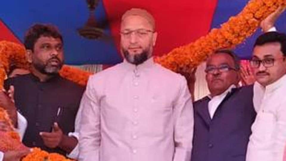 AIMIMchief Asaduddin Owaisi at an election rally in Kishanganj for party candidate Akhtarul Imam.