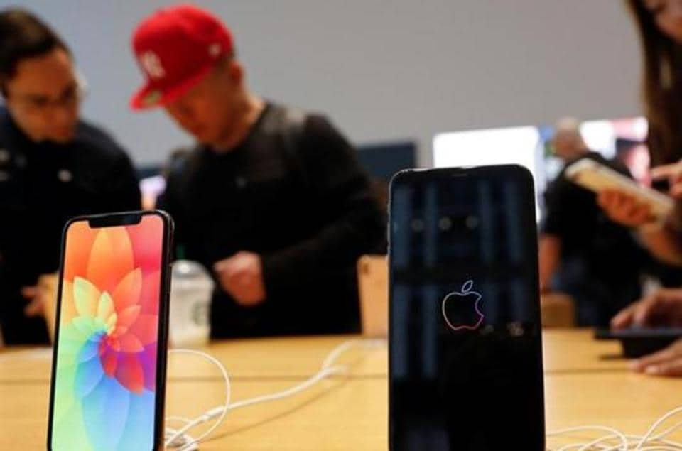 The Apple iPhone Xs Max and iPhone X are seen on display at the Apple Store in Manhattan, New York, U.S., September 21, 2018.