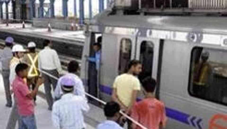 Saree stuck in Delhi metro train door, woman gets dragged on platform (Pankaj Savita/HT File Photo)
