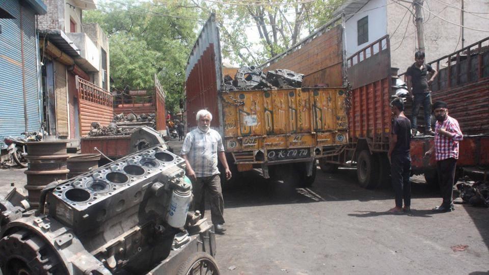 mayapuri scrap market,sealing drive in mayapuri junk market,delhi govt