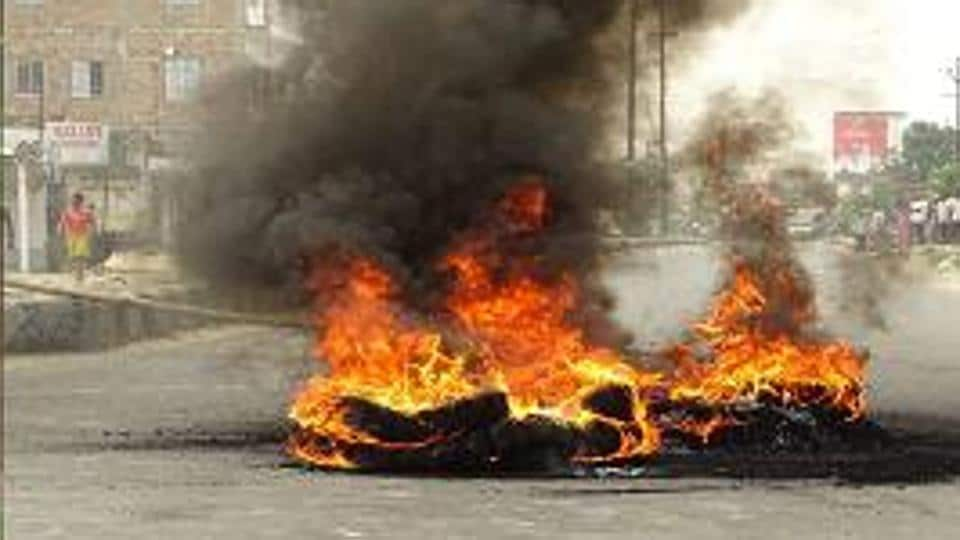 The incident sparked off protest by the local people who blocked the Sarayranjan-Darbhanga main road and disrupted vehicular traffic