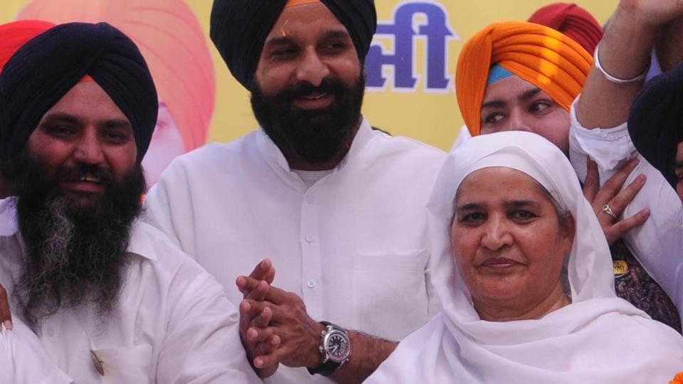 Shiromani Akali Dal workers with party's Khadoor Sahib LokSabha seat candidate Bibi Jagir Kaur.