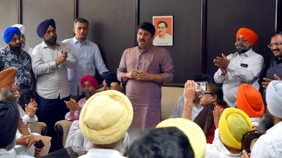 A delegation of traders from Mayapuri met Delhi BJP president Manoj Tiwari on Tuesday, April 16, 2019.