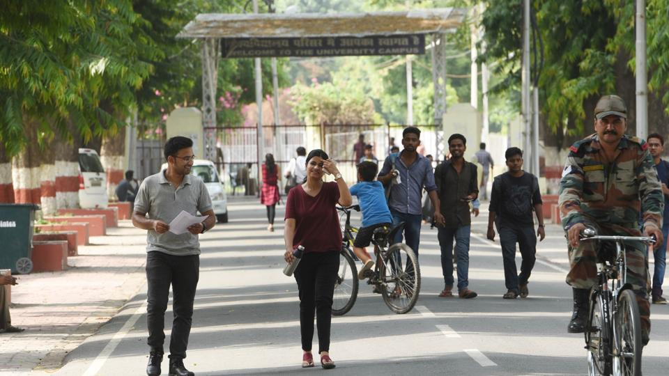 Suspecting the involvement of more university employees in the racket, police are conducting a further probe into the case.