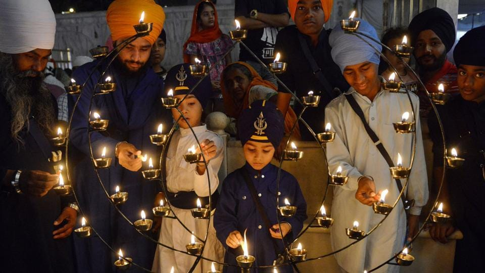 Devotees light candles on the occasion of the Baisakhi festival at the Golden Temple in Amritsar, Punjab. (Narinder Nanu / AFP)