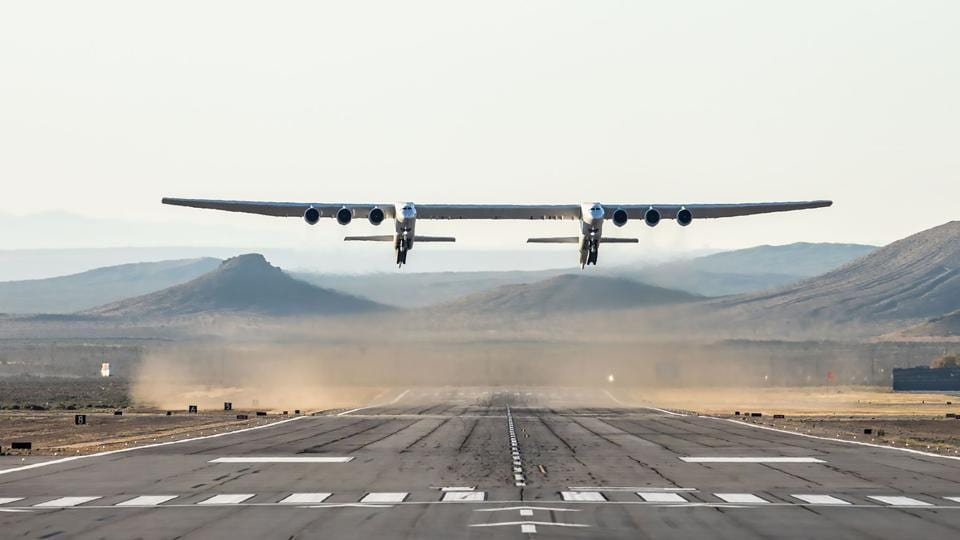 The Stratolaunch plane seen flying above the California desert, during the first test flight of the US company's gigantic aircraft whose wingspan is almost half that of an Airbus A380. (Stratolaunch Systems Corp / AFP)