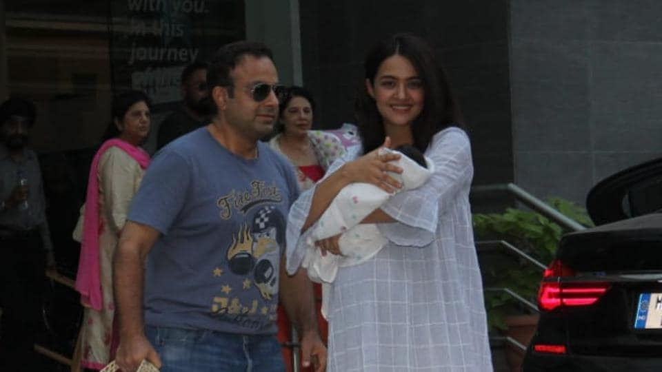Surveen Chawla poses with husband Akshay Thakker and daughter Eva.