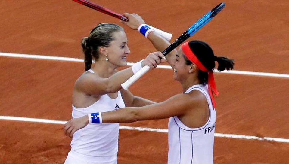 France reach sixth Fed Cup final with win over Romania