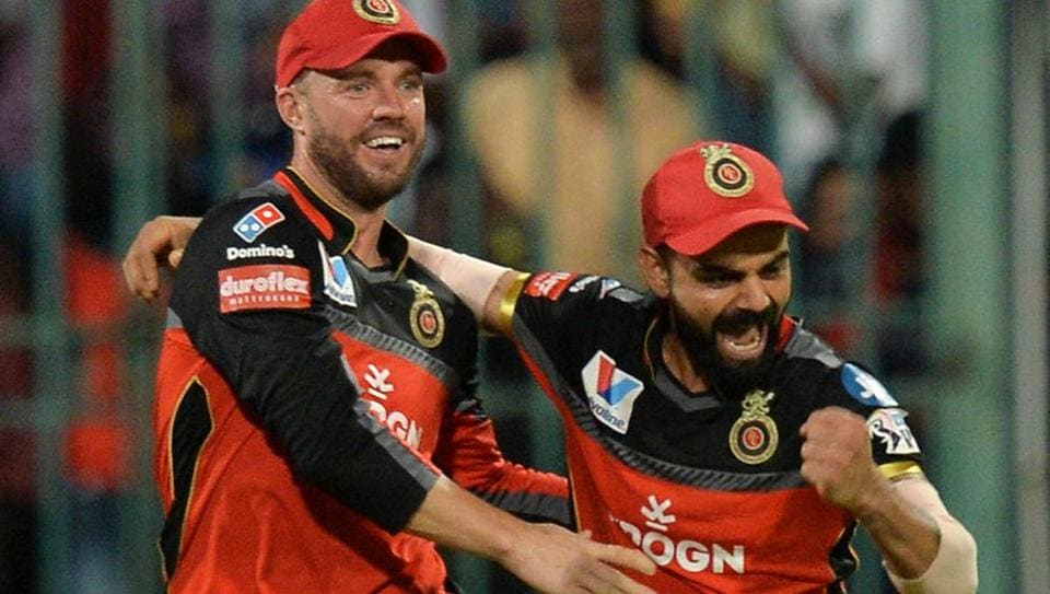 Royal Challengers Bangalore captain Virat Kohli (R) and team mate AB De Villiers celebrate. (AFP)