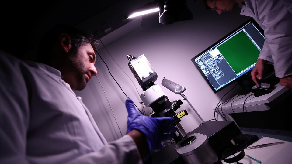 Dr. Ali Ertuerk works at a laser microscope. Until now 3D-printed organs lacked detailed cellular structures because they were based on images from computer tomography or MRI machines, he said. (Michael Dalder / REUTERS)