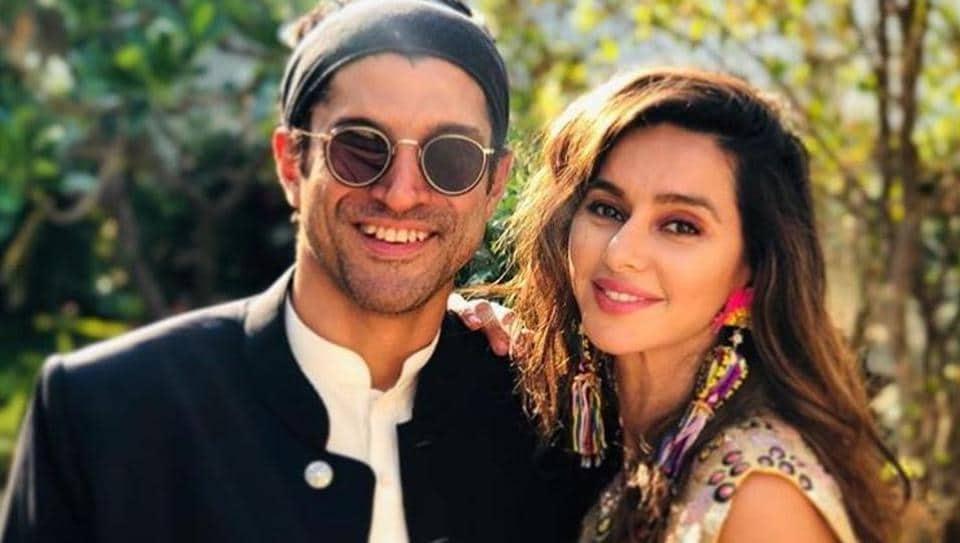 Farhan Akhtar shares new pic with girlfriend Shibani Dandekar.