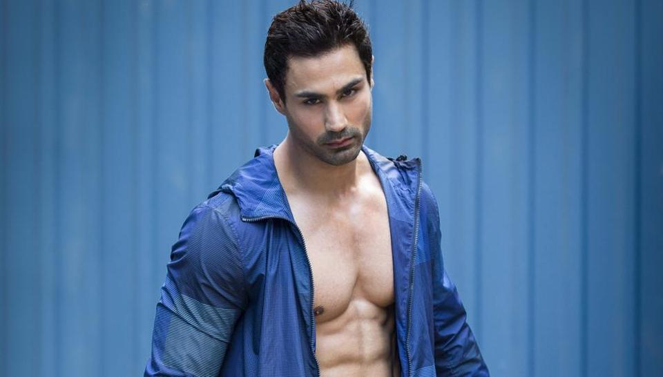 """One of India's leading fitness models, actor Karan Oberoi believes hydration is the key for ab visibility. """"You need to start drinking lots of water to get rid of water retention caused by sodium retention, which leads to bloating,"""" says Oberoi. The 31-year-old actor also swears by daily short cardio sessions to burn and reduce belly fat."""