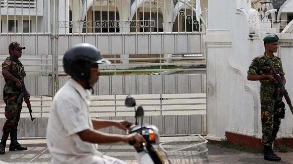 Gun battle in Sri Lanka kills 15, United States  pulls citizens out