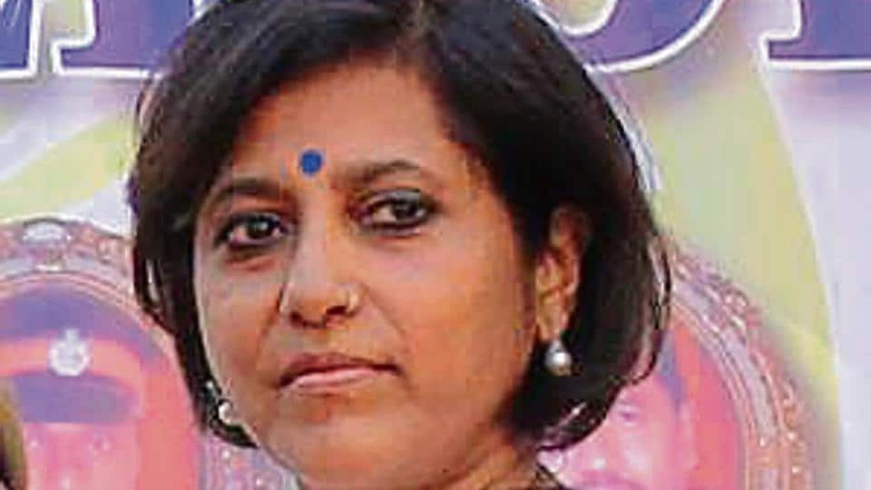 Vinita Kamte, wife of 26/11 martyr additional commissioner of police Ashok Kamte, has become the latest victim of the 'thak-thak' gang.