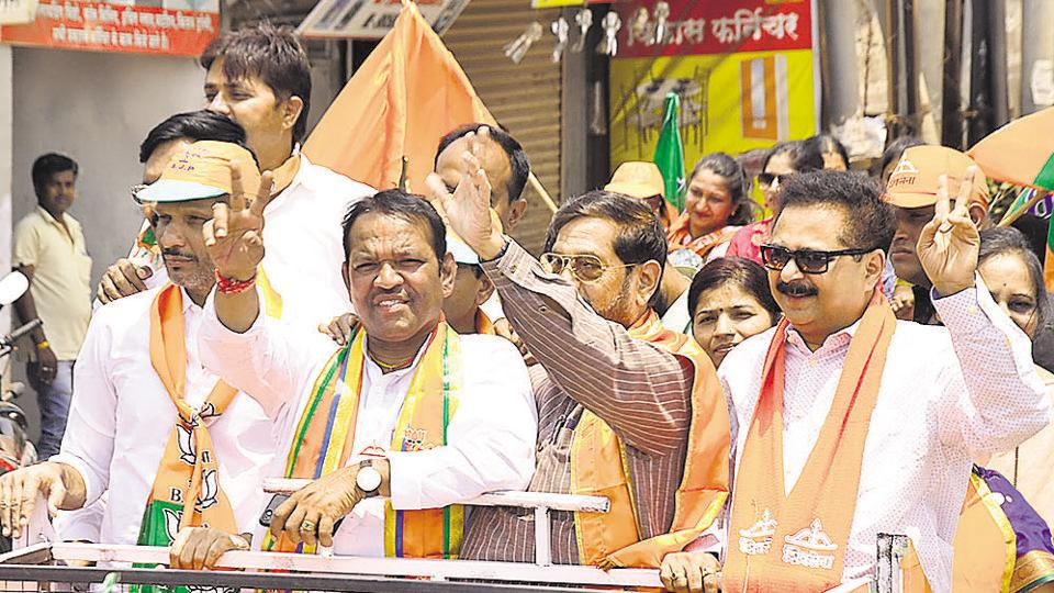 Shrirang Barne (second from left), sitting member of Parliament and Shiv Sena candidate from Maval Lok sabha constituency, wave to supporters at a road show organised at Chinchwad on the last day of campaigning in Pune on Saturday.