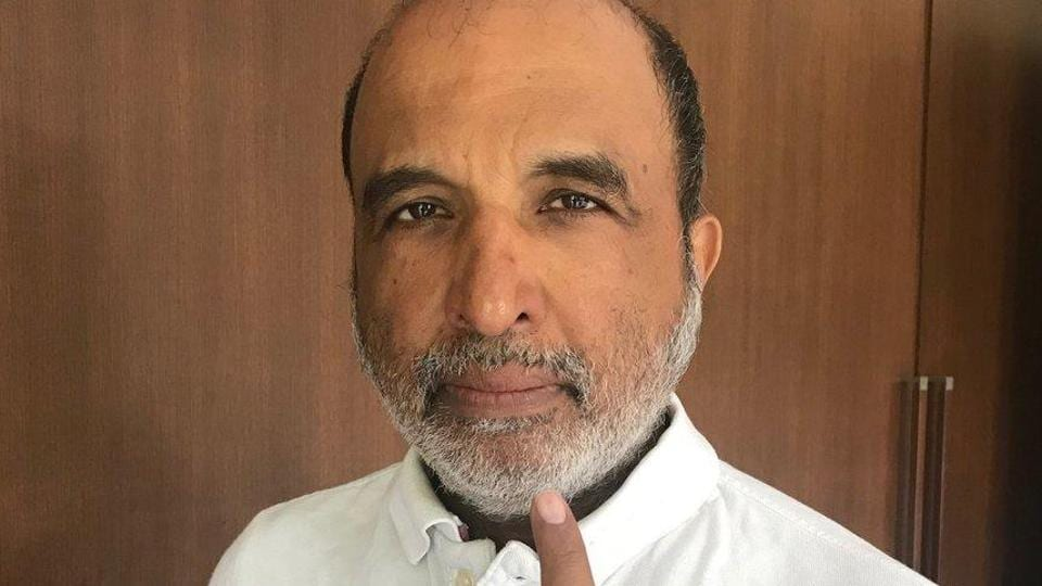 """Congress leader Sanjay Jha tweeted on Monday that the """"indelible"""" ink, applied on the index finger of voters just before casting of vote, can be easily removed"""