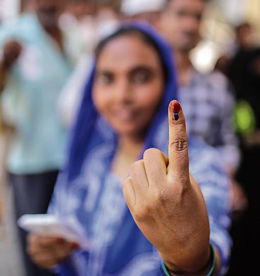 Nearly fifty per cent polling was recorded till 4 pm on Monday for elections to 72 seats across nine states in the fourth phase of 2019 Lok Sabha elections amid PM Modi's appeal for 'record voting' and reports of EVM glitches and clashes from several areas. The Election Commission website reported 49.62% voter turnout till 4 pm even as long queues waited outside booths across states to cast votes still. (Dhiraj Singh / Bloomberg)