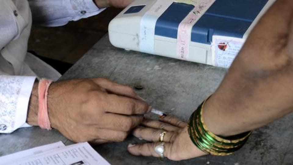 Election Results 2019, Rae Bareili: People gathered at Jambhulwadi polling booth to cast their vote for Loksabha 2019 election for Baramati constituency in Pune, India, on Tuesday, April 23, 2019. (Photo by Ravindra Joshi/HT PHOTO)