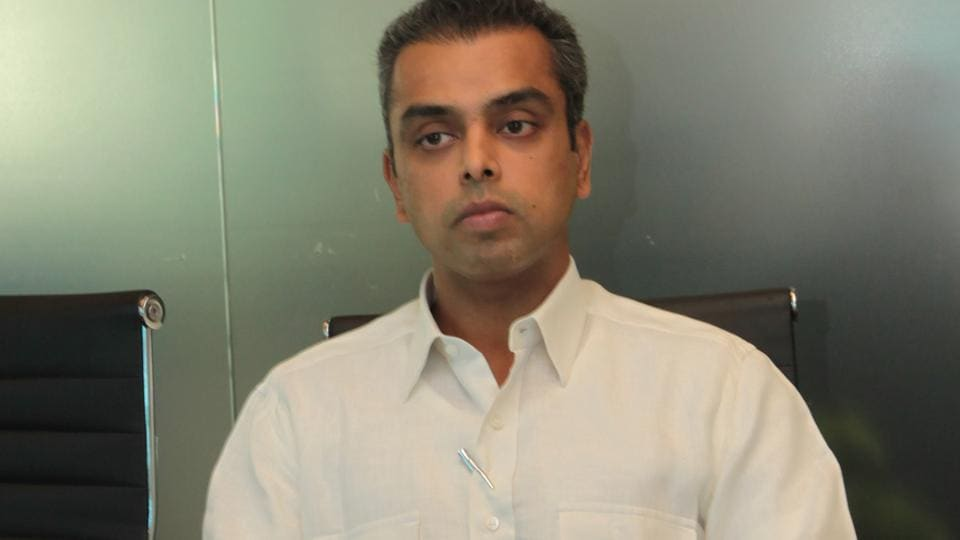 Shiv Sena Member of Parliament Arvind Sawant and Congress candidate Milind Deora slugged it out in Mumbai South which registered 50.34% voting on Monday.
