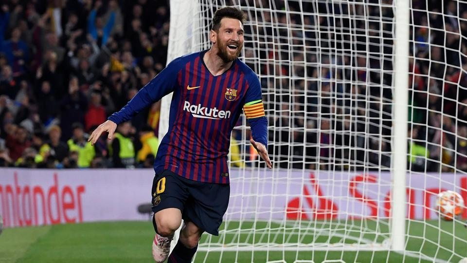 Barcelona's Argentinian forward Lionel Messi is congratulated by Liverpool's German coach Jurgen Klopp after the UEFA Champions League semi-final first leg football match between Barcelona and Liverpool at the Camp Nou Stadium in Barcelona on May 1, 2019