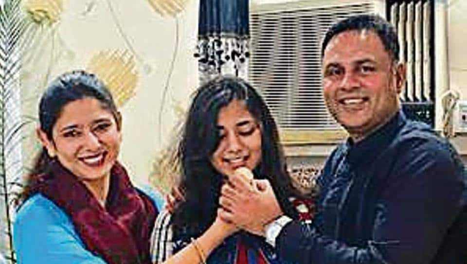 Maryam Raza Khan with parents