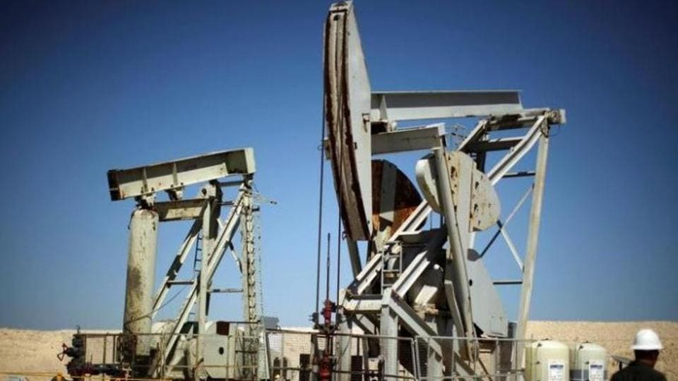 Oil Prices Inch Lower On Trade Worries