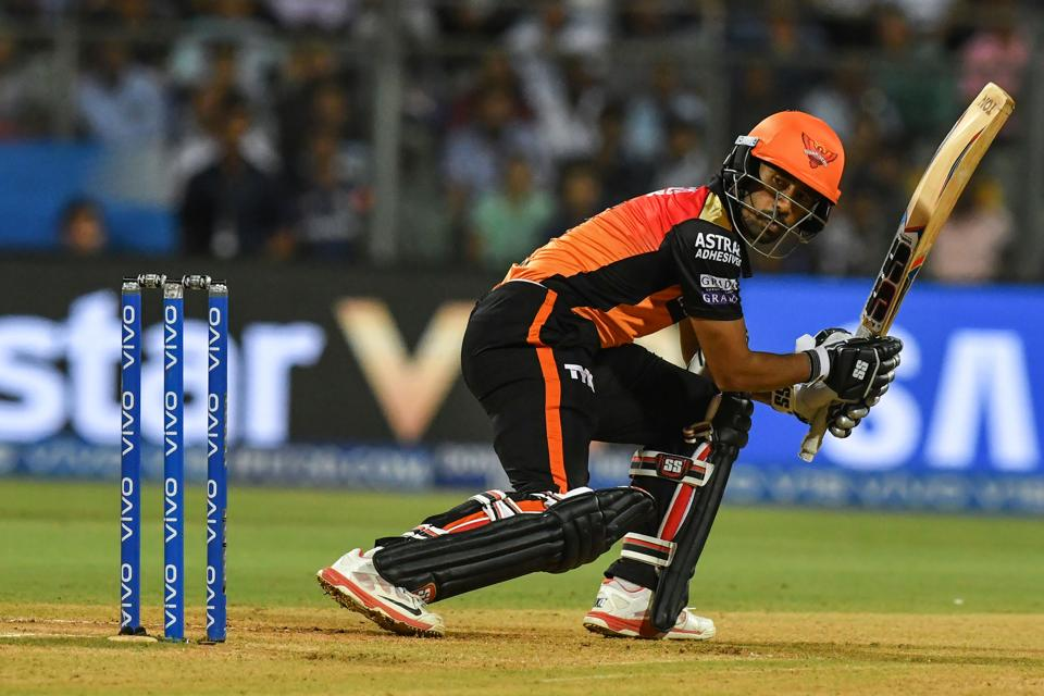 Wriddhiman Saha and Martin Guptill started SRH's chase confidently with a 40-run stand. (AFP)