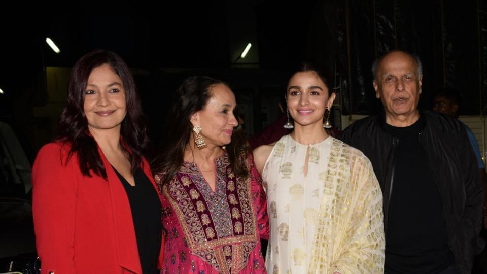 Filmmaker Mahesh Bhatt with his wife Soni Razdan and children Pooja Bhatt and Alia Bhatt.