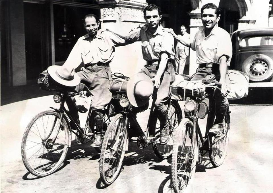 Keki Kharas, Rustam Ghandhi and Rutton Shroff in the US. They cycled from 1933 to 1942 and traversed 84,000 km across five continents.