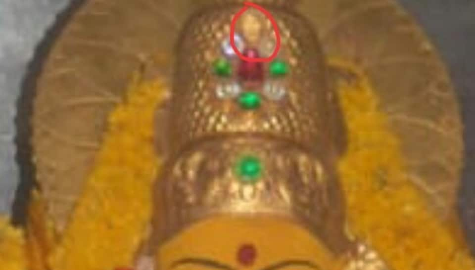 Temple priests at the Gnana Saraswati temple at Basar noticed Monday morning that the emerald  in the crown was missing.